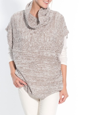 Pull poncho en maille bouclette