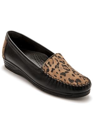 Mocassins façon léopard, grande largeur