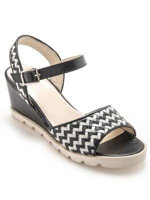 Sandales tressées main compensées